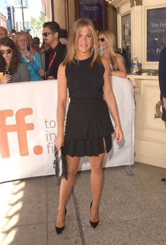 17-jennifer-aniston-stand out in black